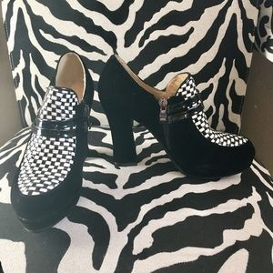 Shoes - New black and white chunky heel shoes!
